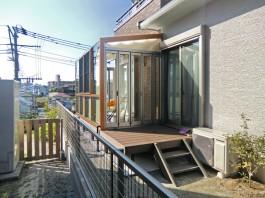 福岡県福岡市南区のお庭を工事しました。デッキの上のテラス屋根をガーデンルームに取り替えました。