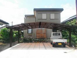 福岡県小郡市の駐車場リフォーム工事です。車庫に3台用の大きなカーポートを取り付け。