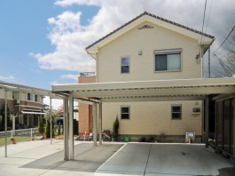 福岡県うきは市の外溝リフォーム工事。車庫のコンクリート、カーポート、伸縮門扉取付け。