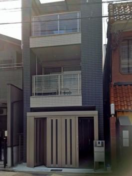 福岡県福岡市博多区の外溝リフォーム工事。車庫の入口にゲートを取り付け。