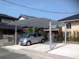 福岡県糟屋郡粕屋町のカーポート工事です。車を守り、住宅の外観も映えるカーポート。