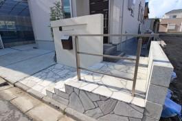 福岡県福岡市 M様邸 アプローチ施工例、白をベースにしたデザインです!